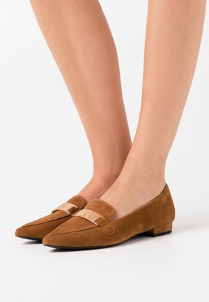 LISBOA LOAFER - Loaferit/pistokkaat - caramel