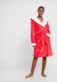 Chelsea Peers - THE SNUGGLE IS REAL DRESSING GOWN - Badjas - red - 1