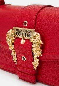 Versace Jeans Couture - SHOULDER BAG - Borsa a mano - rosso - 4