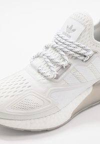adidas Originals - ZX 2K BOOST - Trainers - footwear white/grey two - 2