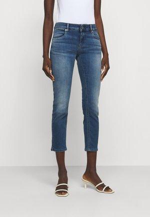 LOU - Slim fit jeans - medio pulito