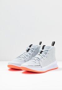 Under Armour - UA JET - Basketball shoes - halo gray/white /black - 2