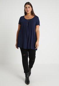 Anna Field Curvy - T-shirts med print - maritime blue - 1