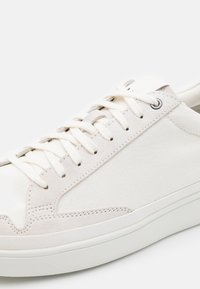 UGG - SOUTH BAY  - Trainers - white - 5