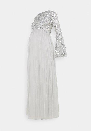 DELICATE BELL SLEEVE DRESS - Vestido de fiesta - soft grey