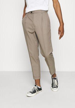 TALLIS TROUSER - Kalhoty - stone grey