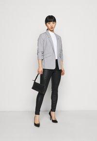 Dorothy Perkins Petite - ANIMAL FRANKIE - Jeans Skinny Fit - black - 1