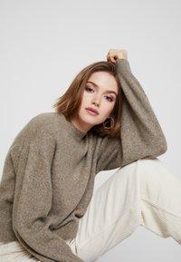 Weekday - AGGIE - Sweter - dark mole - 3