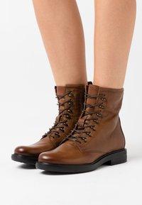 MJUS - Šněrovací kotníkové boty - penny - 0