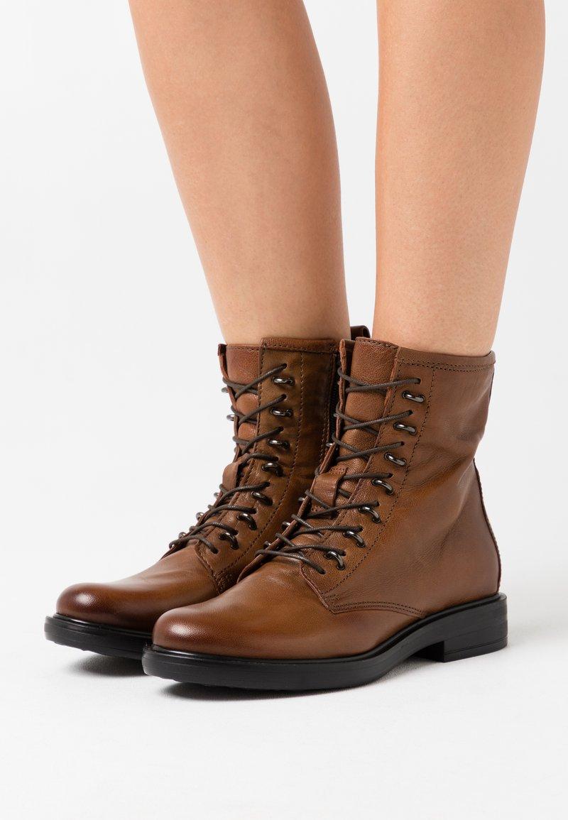 MJUS - Šněrovací kotníkové boty - penny