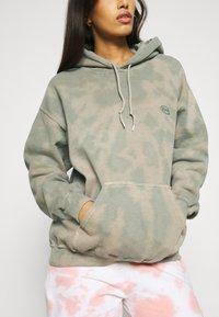 BDG Urban Outfitters - TIE DYE HOODIE - Hoodie - green - 5