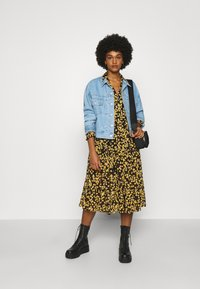 Tommy Jeans - PRINTED MIDI SHIRT DRESS - Shirt dress - black/yellow - 1
