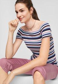 Q/S designed by - Print T-shirt - pink stripes - 5