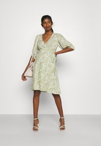 Gina Tricot - DITA DRESS - Vestido informal - green/white - 1
