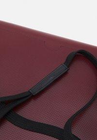 Marni - TRIBECA POUCH UNISEX - Across body bag - royal/burgundy - 5