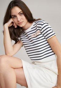 JOOP! - TRINA - Jersey dress - navy/weiß - 4
