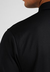 Under Armour - TECH  - Sports shirt - black/graphite - 5