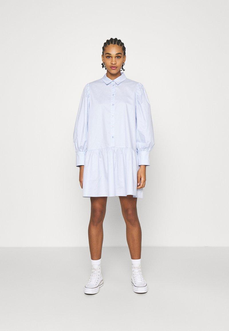 EDITED - RYLEE DRESS - Shirt dress - blau