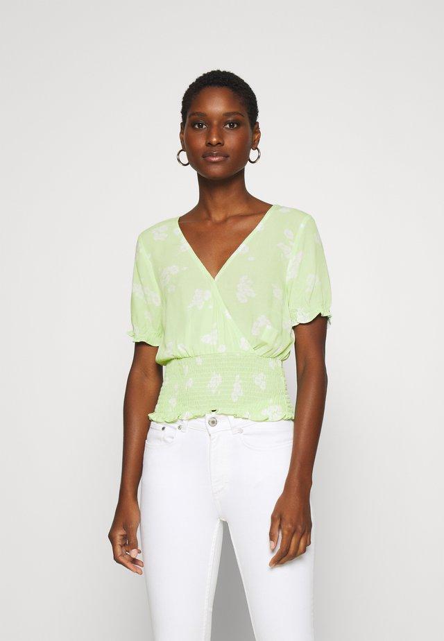 SMOCKED WRAP RUFFL - Bluzka - mint green