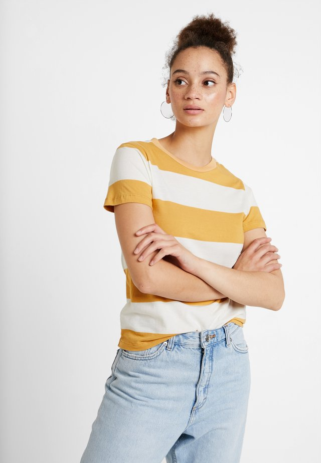 BIG STRIPE TEE - Print T-shirt - gold