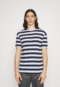 Newport Bay Sailing Club - BOLD HORIZONTAL STRIPE 2 PACK - Print T-shirt - navy/red - 1