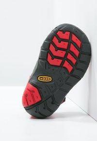 Keen - SEACAMP II CNX - Chodecké sandály - racing red/gargoyle - 4