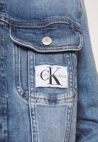 Calvin Klein Jeans - REGULAR 90S JACKET - Denim jacket - denim light - 5
