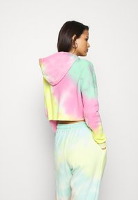 Missguided - TIE DYE CROPPED OVERSIZE HOODIE - Jersey con capucha - multi-coloured - 2