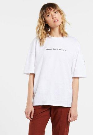 SCHNIPS FA SS - Print T-shirt - white