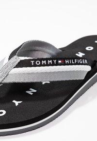 Tommy Hilfiger - LOVES BEACH - Flip Flops - black - 2