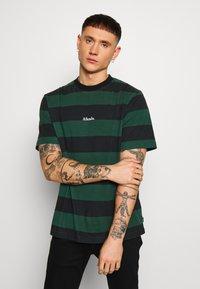 Afends - IN BLOOM RETRO FIT TEE - T-shirt print - black - 0