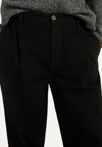 Bershka - BALLOON - Džíny Straight Fit - black - 3