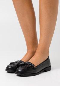 Dorothy Perkins Wide Fit - WIDE FIT LEXY TASSLE LOAFER - Mocasines - black - 0
