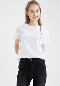 DeFacto - PACK OF 2 - Basic T-shirt - karma - 2