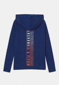 Abercrombie & Fitch - PRINT LOGO HOOD  - Camiseta de manga larga - blue sku - 1
