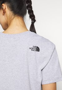 The North Face - CROPPED SIMPLE DOME TEE - Print T-shirt - light grey heather - 4