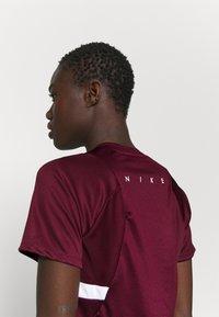 Nike Performance - DRY - T-Shirt print - dark beetroot/white - 5