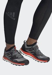 adidas Performance - TERREX AGRAVIC XT GORE TEX TRAIL RUNNING SHOES - Obuwie do biegania Szlak - grey - 0