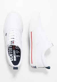 Tommy Jeans - CLASSIC - Baskets basses - white - 1