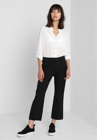 Fiveunits - CLARA CROP - Trousers - black glow - 1