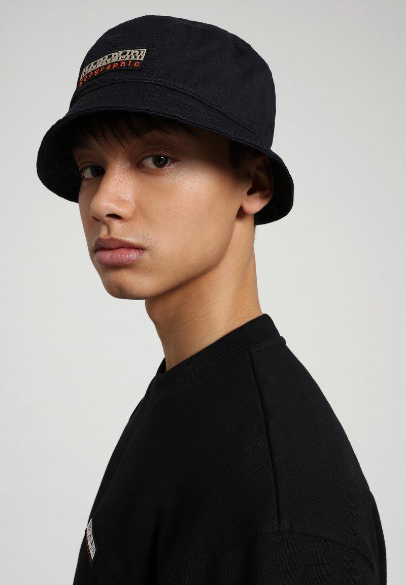 Napapijri - Hat - black