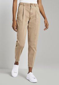 mine to five TOM TAILOR - MIT FALTENDETAIL - Jeans Tapered Fit - light ginger - 4