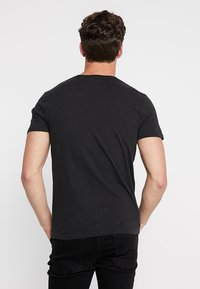 Abercrombie & Fitch - 3 PACK - Basic T-shirt - white/grey/black - 2