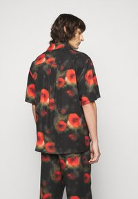 Henrik Vibskov - THE ARTIST - Shirt - black / multi-coloured - 2