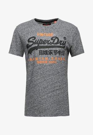 PREMIUM GOODS DUO TEE - Camiseta estampada - flint grey grit