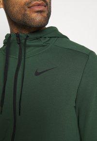 Nike Performance - DRY HOODIE  - Zip-up hoodie - galactic jade/black - 4