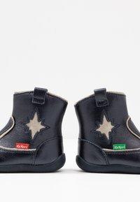 Kickers - BIBOOTS - Classic ankle boots - navy metallic - 6