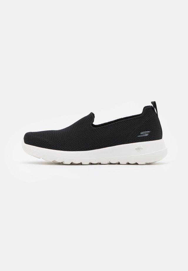 GO WALK JOY - Chaussures de course - black/white