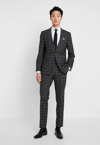SUIT SLIM FIT
