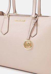 MICHAEL Michael Kors - KIMBERLY 3 IN 1 TOTE SET - Handbag - soft pink - 6